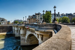 bigstock-pont-neuf-and-cite-island-in-p-48516350